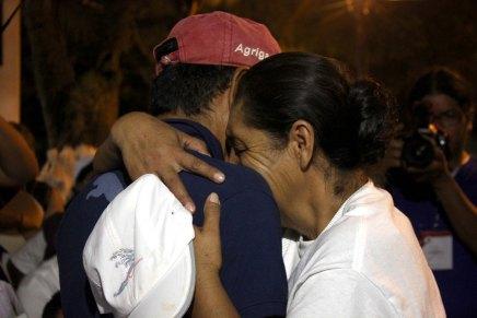 Migrante se reencuentra con su familia después de 17años