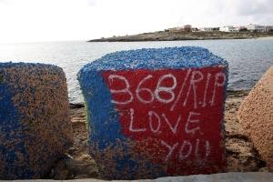 Los sobrevivientes dejaron en las rocas el relato de la tragedia