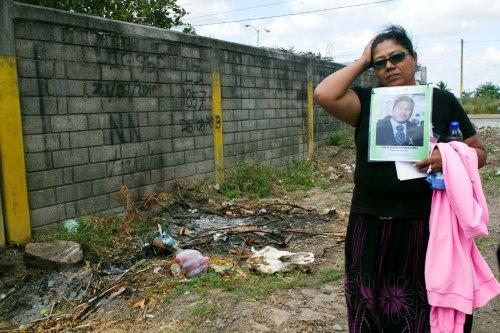 Madres en el panteón municipal de Juchitán. Foto: Consuelo Pagaza