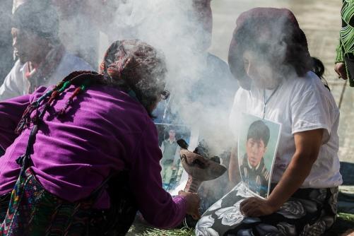 Ceremonia maya en el CIDECI. Foto: victor Galindo