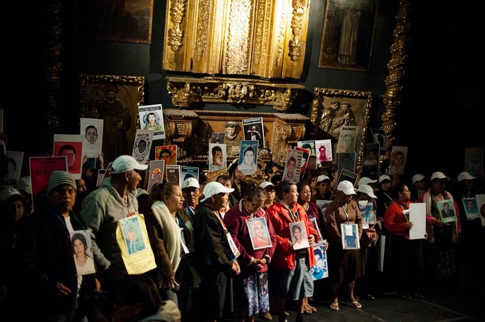 La caravana de madres en el Claustro de Sor Juana. Foto: Pep Companys