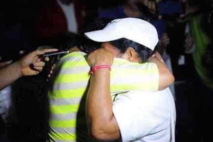 Madre de la caravana centroamericana se reencuentra con su hija tras 17años