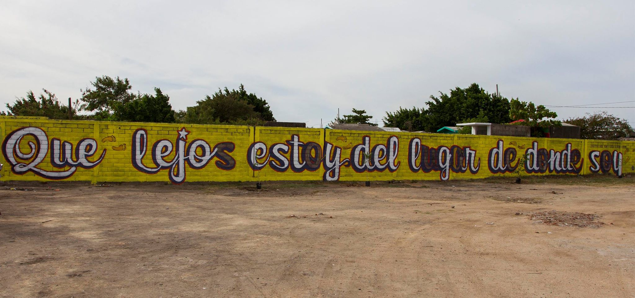 Que lejos estoy del lugar de donde soy movimiento for Mural de la casa del migrante analyse
