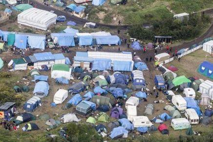Autorizan destrucción de campamento de migrantes enFrancia