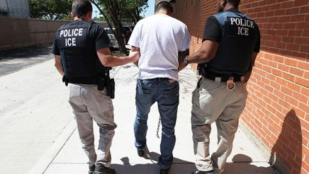 """Migrantes en Michigan viven con miedo pese a promesa del ICE de """"No mas""""redadas"""
