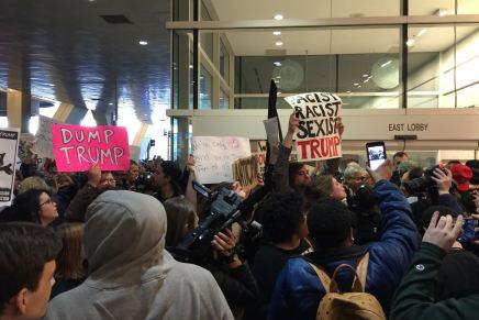 Donald Trump es rechazado por activistas y migrantes enPittsburgh