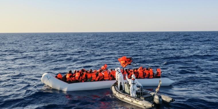 21 mujeres y un hombre mueren en el mar mediterraneo, 209 migrantes más fueron rescatadas:MSF