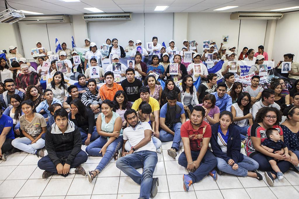 Caravana de madres y estudiantes de la UJAT