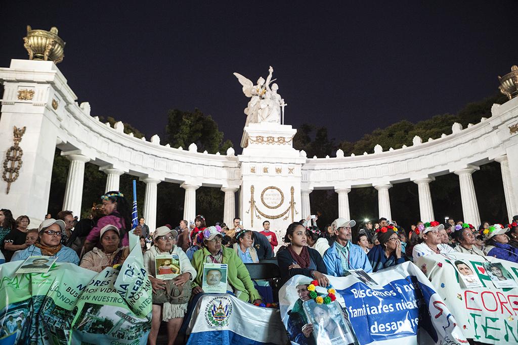 La Caravana de Madres Centroamericanas y el Movimiento por Nuestros Desaparecidos en México (MovNDmx) se encontraron en el Hemiciclo a Juárez de la Ciudad de México. Foto: Prometeo Lucero