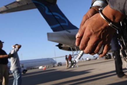 OPINIONES: Emigraron, se esforzaron, los deportaron, y sus derechos paracuando?
