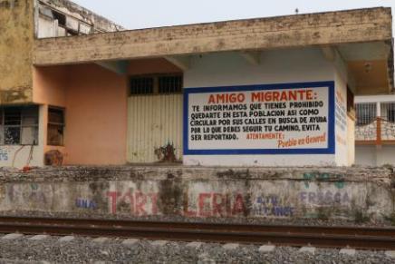Un muro antiimigrante se encuentra en una comunidad de Oaxaca,Mexico