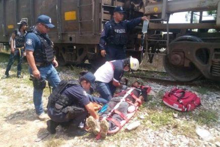 Migrante pierde sus manos al caer deltren