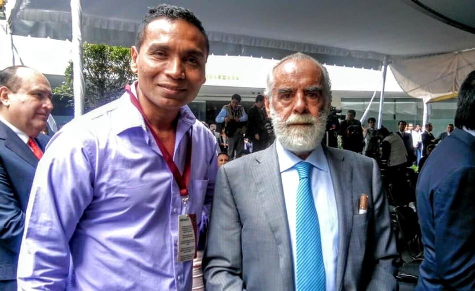 El alcalde de Chahuites, Oaxaca Leobardo Ramos, junto al politico Diego fernando de Cevallos