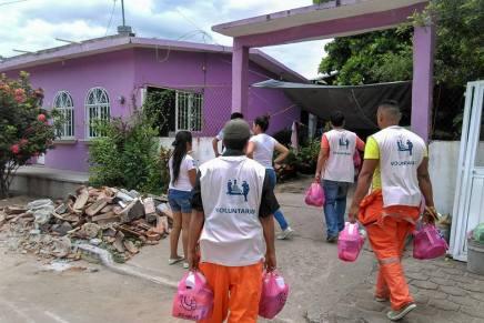 La #BrigadaMigrante entrega viveres a damnificados por el  sismo en Oaxaca,Mexico