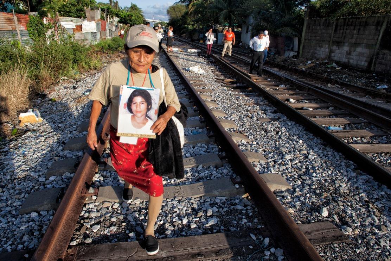 Búsqueda en las vías del tren en Coatzacoalcos