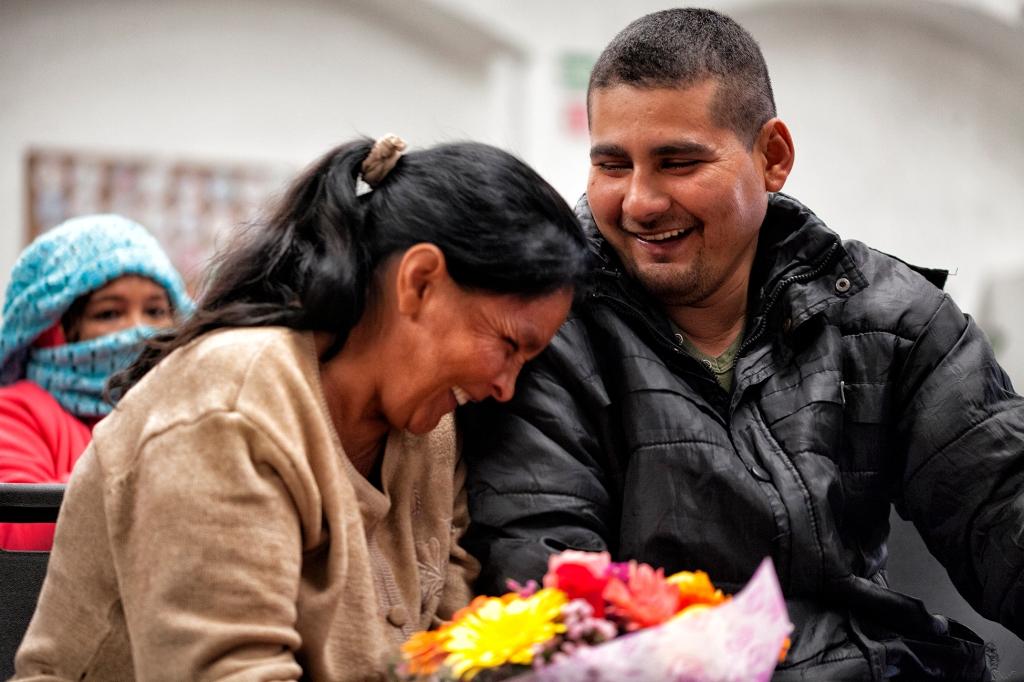 Doris López se reencuentra con su hijo Carlos Roberto tras diez años de ausencia. Foto Cosuelo Pagaza