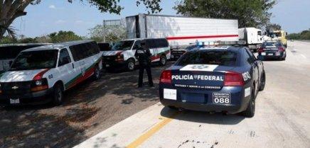 Localizan en Veracruz trailer con 136 migrantes centroamericanos en suinterior