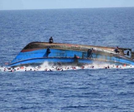 Decenas de migrantes mueren tras naufragio en elMediterràneo