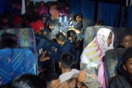 Detienen en México un autobús donde trasladaban a 66 personasmigrantes