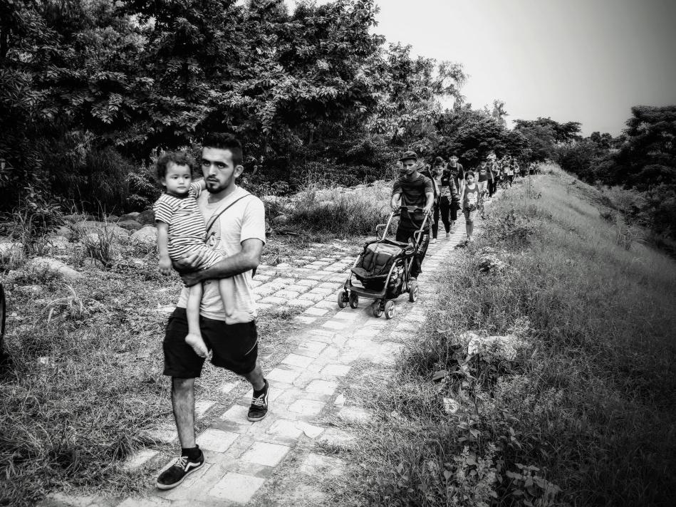 Familias migrantes ingresan a México por el Rio Suchiate durante el éxodo centroamericano. Foto: Ruben Figueroa / Movimiento Migrante Mesoamericano