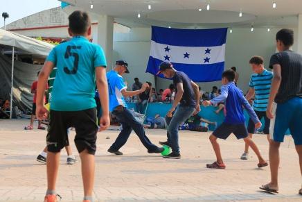 Un partido de fútbol en la rutamigratoria