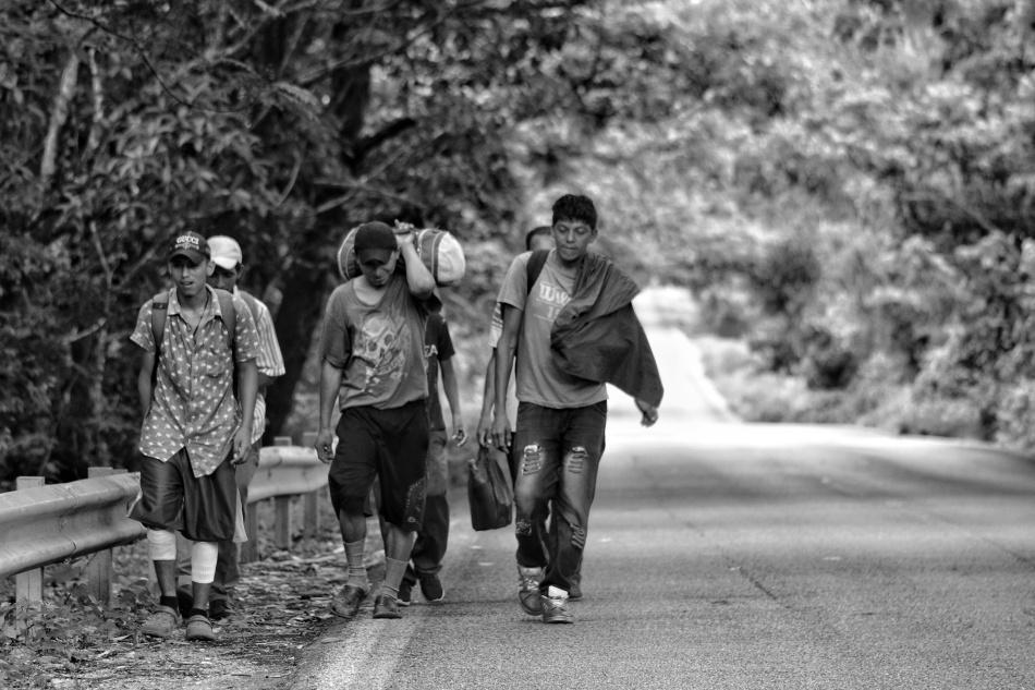 #FotoGalería: migrantes continúan desplazándose en la ruta migratoriamilitarizada