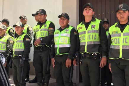 México en alerta por hostigamiento policíaco y militar a su Embajada enBolivia